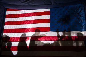 800px-Barack_Obama_silhouetted_behind_flag_in_Dubuque