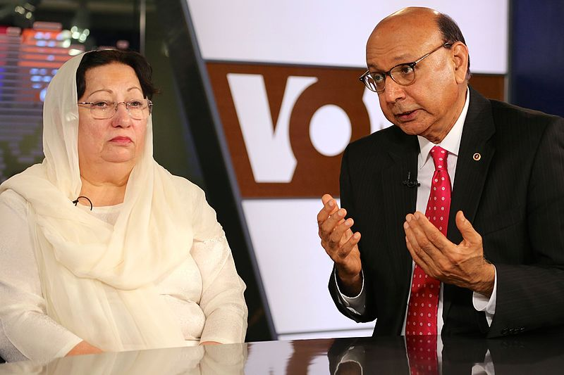 Khizr_and_Ghazala_Khan_August_2016